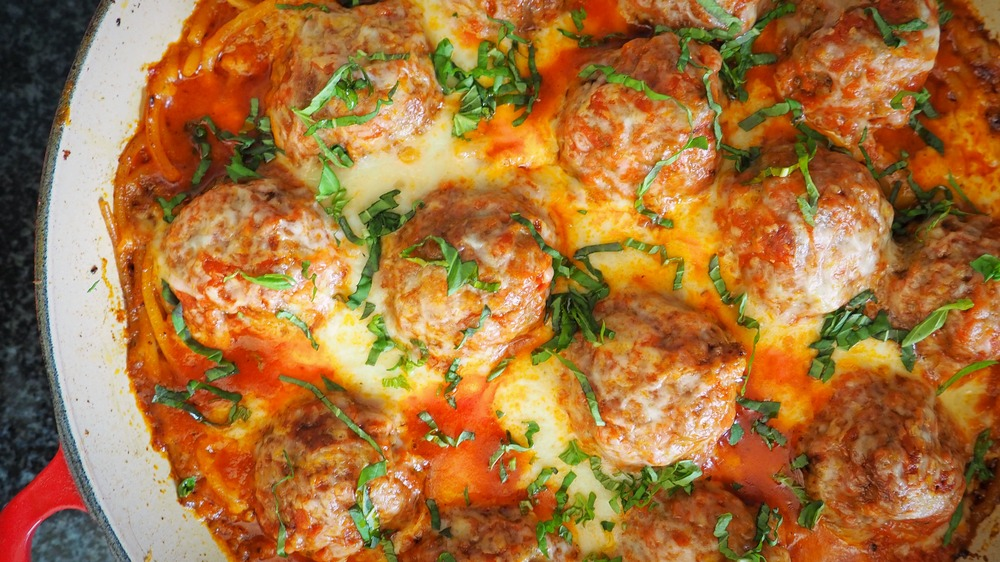 how to make Easy spaghetti and meatballs casserole