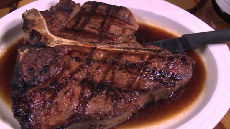 How much your expensive steakhouse meal actually costs the restaurant