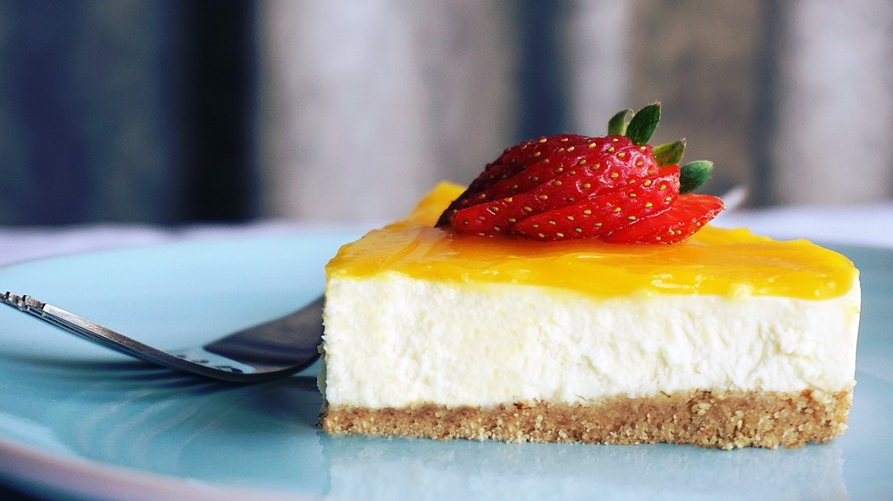 Cheesecake with strawberry topping dessert