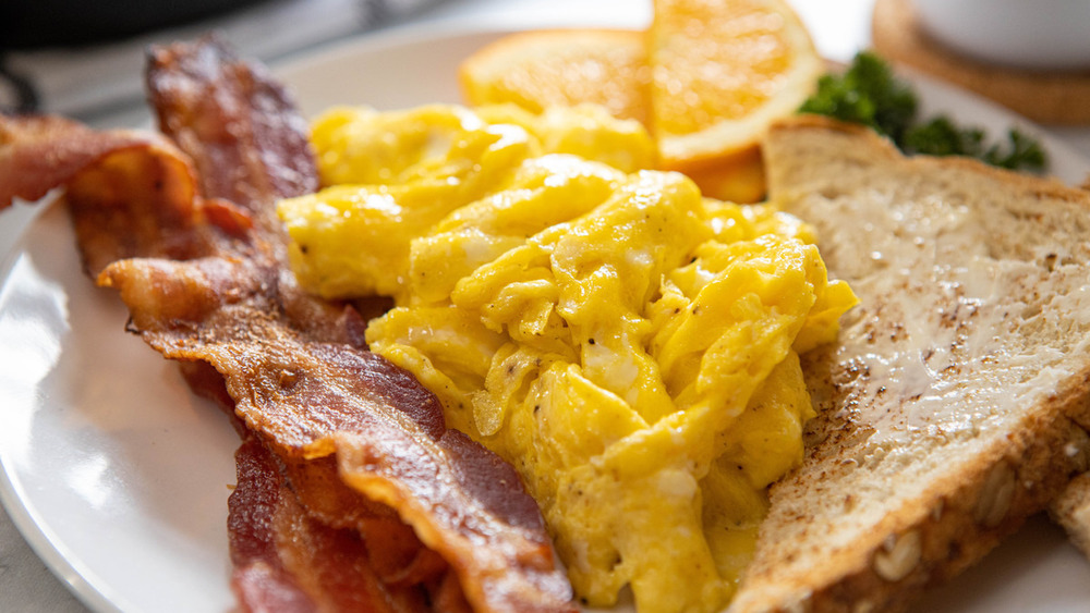 scrambled eggs recipe ready to be served
