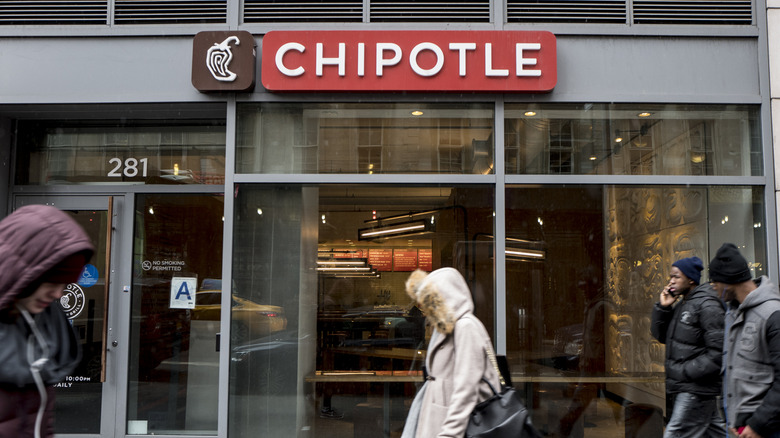 This is what it's really like to work at Chipotle